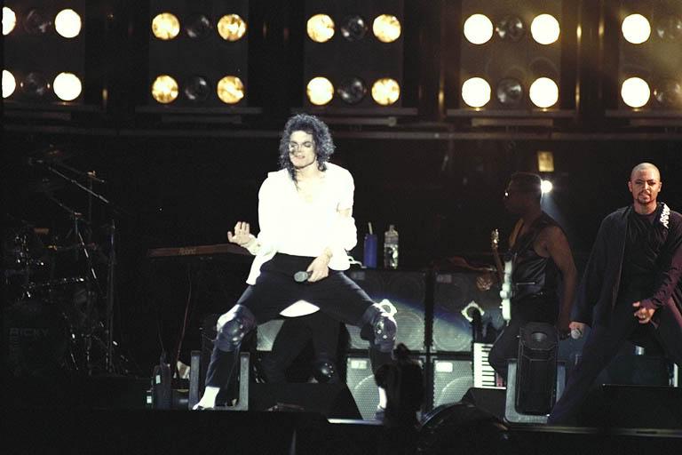 Dangerous World Tour Onstage- Black Or White 018-30