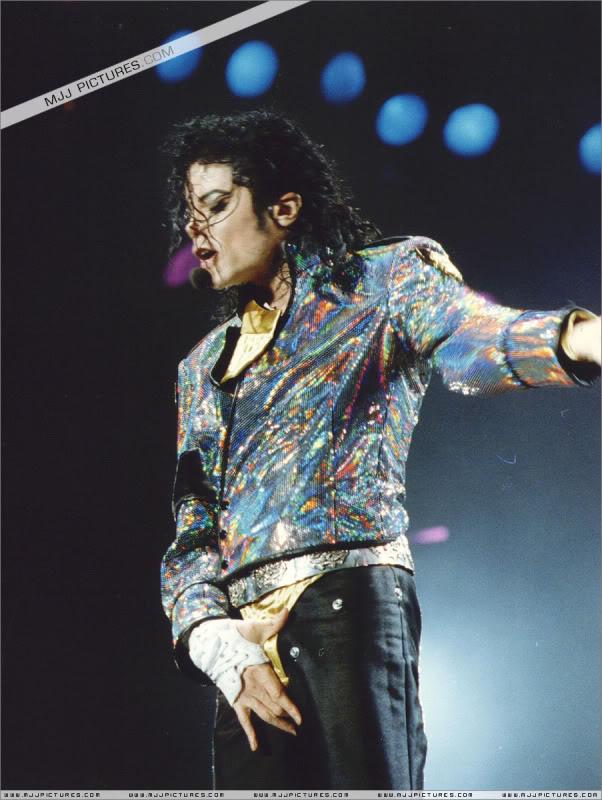 Dangerous World Tour Onstage- Jam 019-10