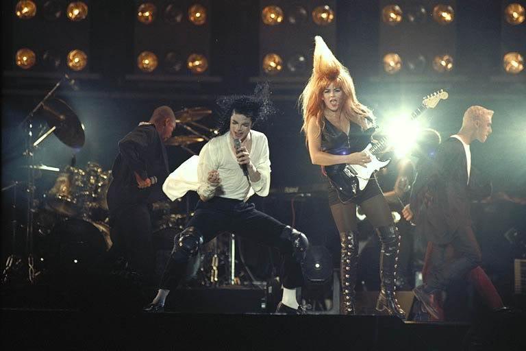 Dangerous World Tour Onstage- Black Or White 019-28