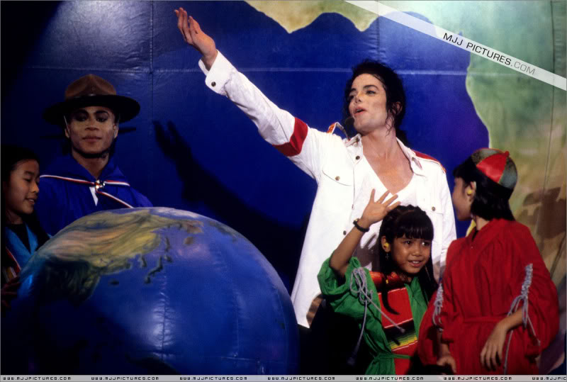 Dangerous World Tour Onstage- Latest Additions 019-4-1