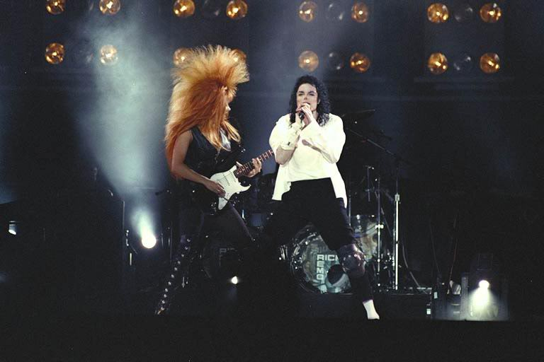 Dangerous World Tour Onstage- Black Or White 020-26