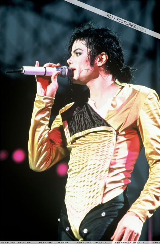Dangerous World Tour Onstage- Latest Additions 020-4-1