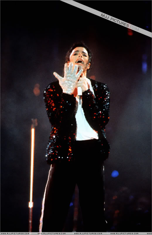 Dangerous World Tour Onstage- Latest Additions 021-4-1