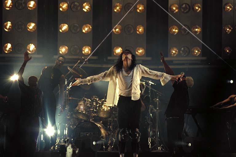 Dangerous World Tour Onstage- Black Or White 022-23