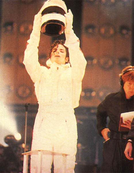 Dangerous World Tour Onstage- Man In The Mirror 025-2-1