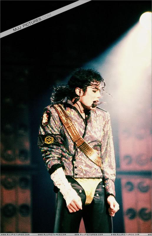 Dangerous World Tour Onstage- Jam 026-8