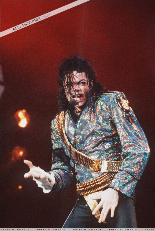 Dangerous World Tour Onstage- Jam 027-8