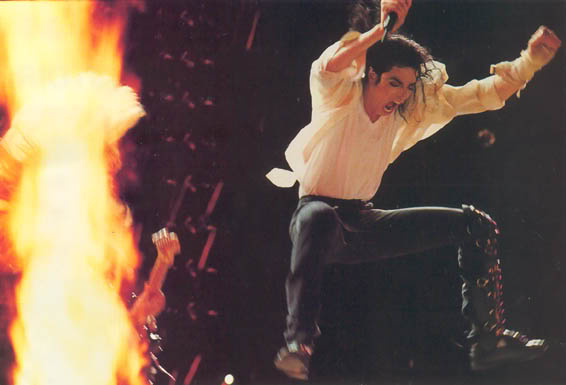 Dangerous World Tour Onstage- Black Or White 031-21-1