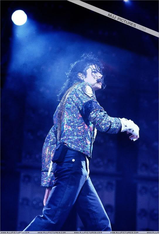 Dangerous World Tour Onstage- Jam 031-7