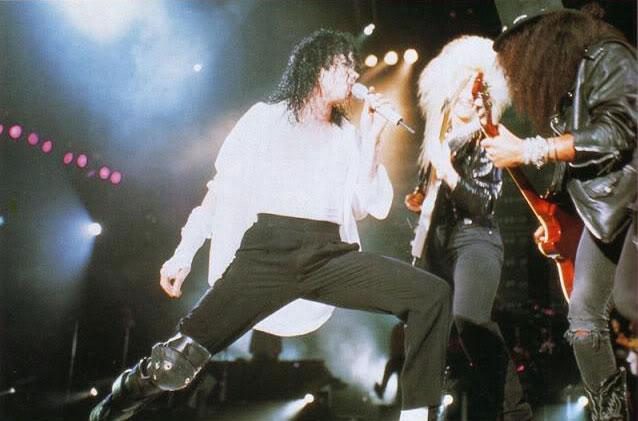 Dangerous World Tour Onstage- Black Or White 032-21-1