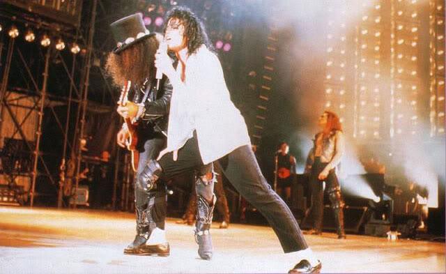 Dangerous World Tour Onstage- Black Or White 033-21-1