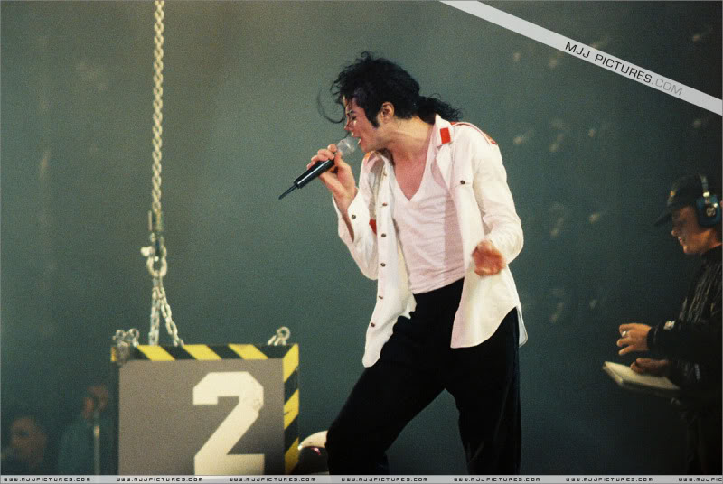 Dangerous World Tour Onstage- Latest Additions 033-3-1
