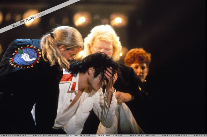 Dangerous World Tour Onstage- Latest Additions 035-3-1