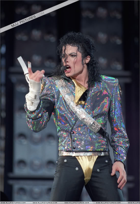Dangerous World Tour Onstage- Jam 036-6