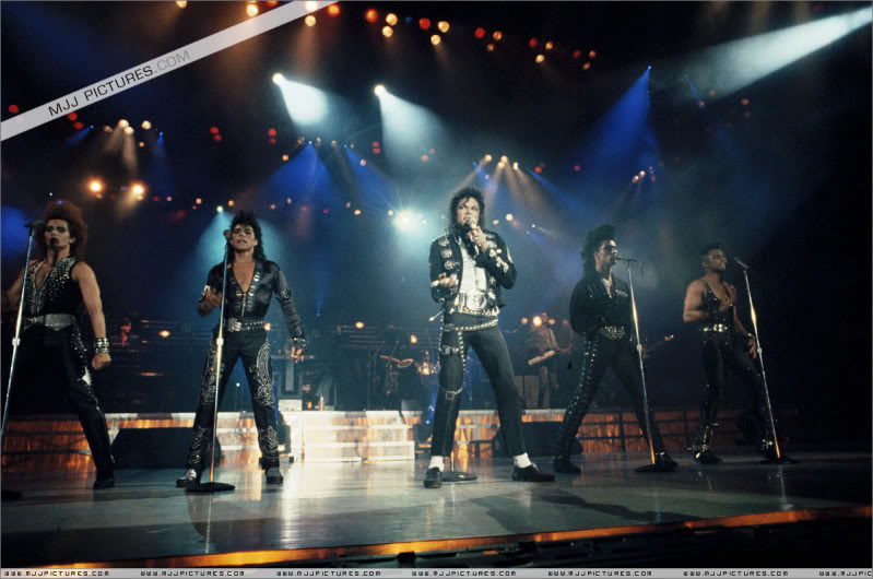 Bad World Tour Onstage- Various - Page 2 0372