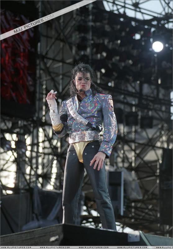 Dangerous World Tour Onstage- Jam 038-5