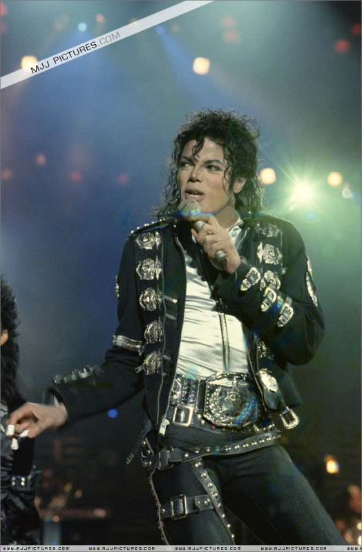 Bad World Tour Onstage- Various - Page 2 0382