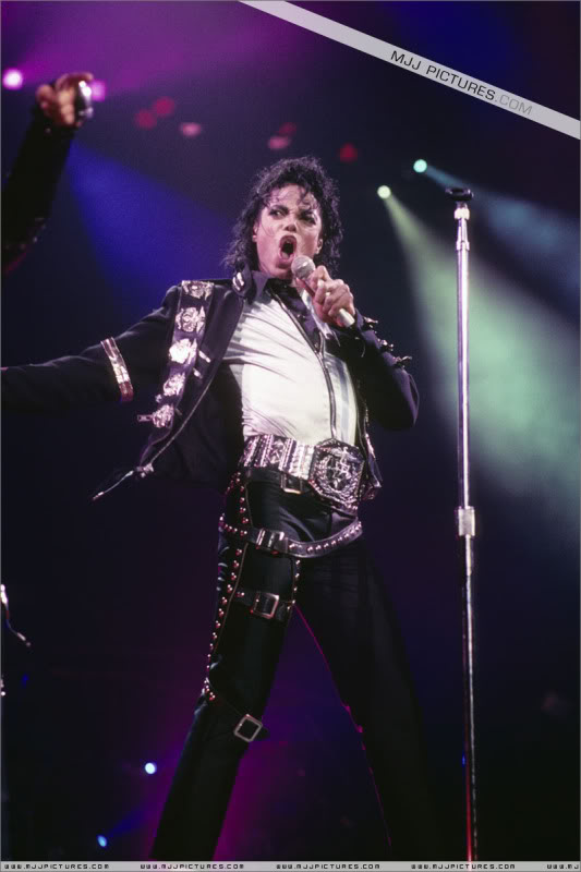 Bad World Tour Onstage- Various - Page 2 0402