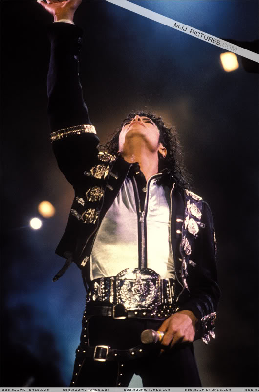 Bad World Tour Onstage- Various - Page 2 0412