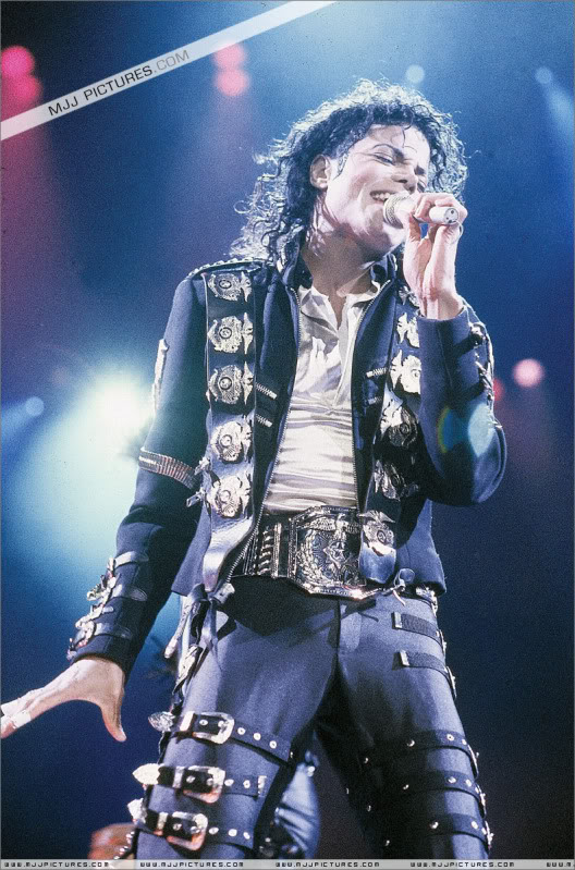 Bad World Tour Onstage- Various - Page 2 0422