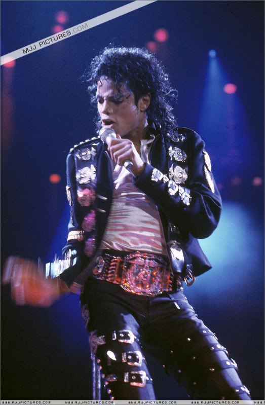 Bad World Tour Onstage- Various - Page 2 0432