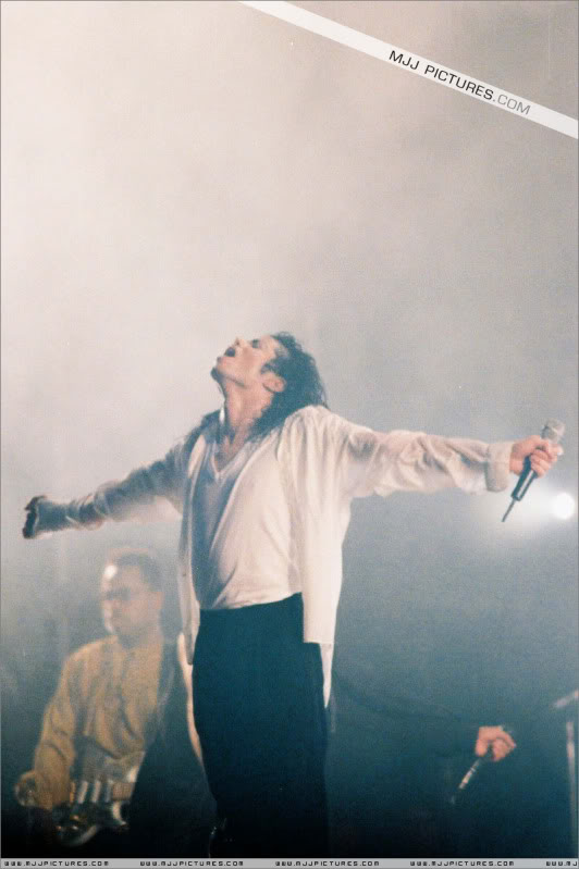 Dangerous World Tour Onstage- Latest Additions 046-3-1