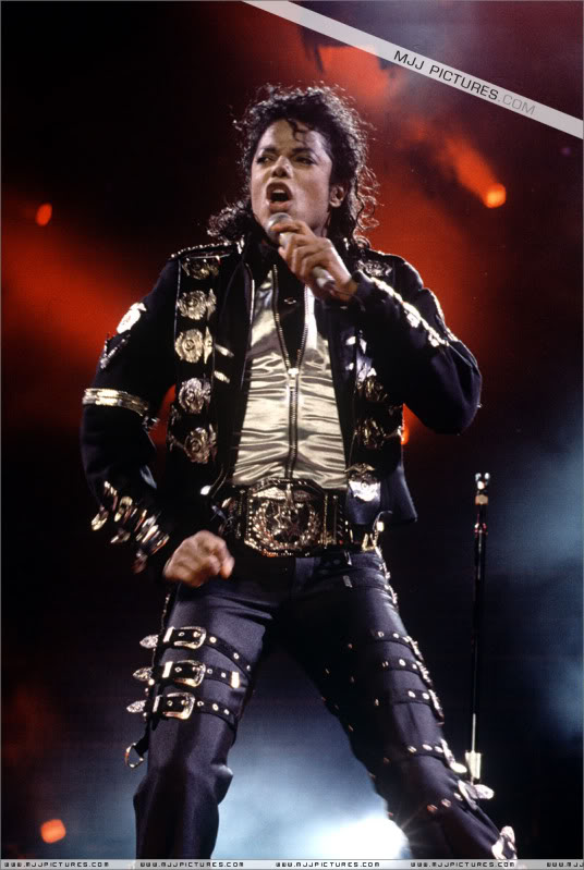 Bad World Tour Onstage- Various - Page 2 0472