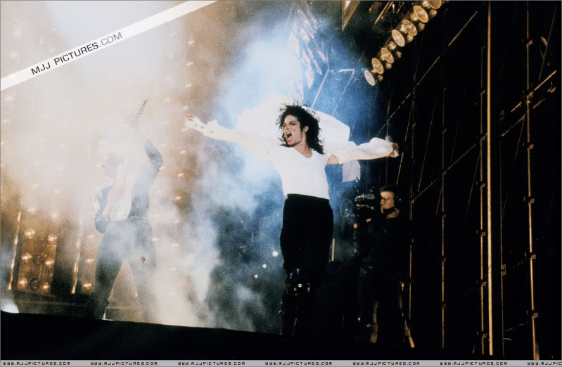 Dangerous World Tour Onstage- Latest Additions 048-3-1