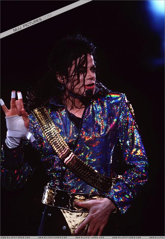 Dangerous World Tour Onstage- Jam 048-4