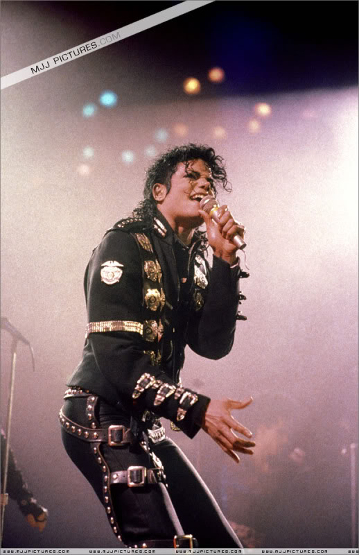 Bad World Tour Onstage- Various - Page 2 0482