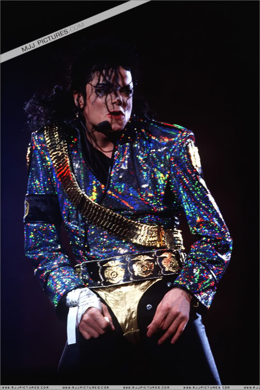 Dangerous World Tour Onstage- Jam 049-4