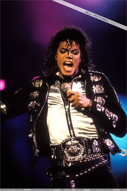 Bad World Tour Onstage- Various - Page 3 0492
