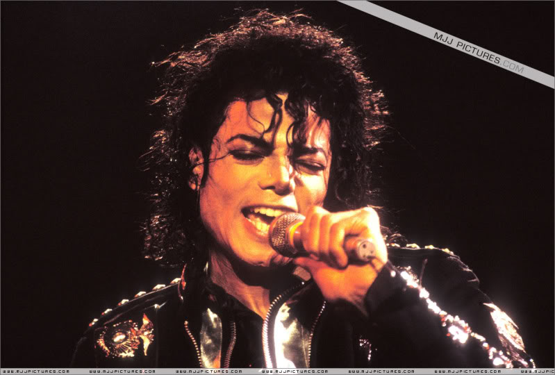 Bad World Tour Onstage- Various - Page 3 0502