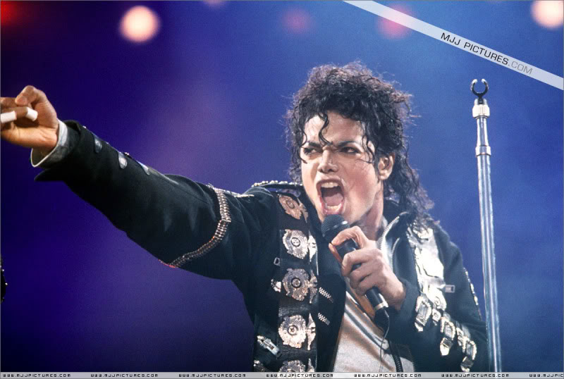 Bad World Tour Onstage- Various - Page 3 0512
