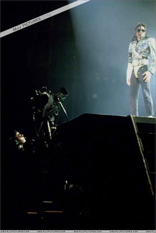 Dangerous World Tour Onstage- Jam 054-4