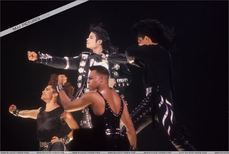 Bad World Tour Onstage- Various - Page 3 0542