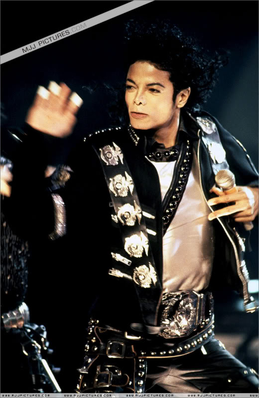 Bad World Tour Onstage- Various - Page 3 0562