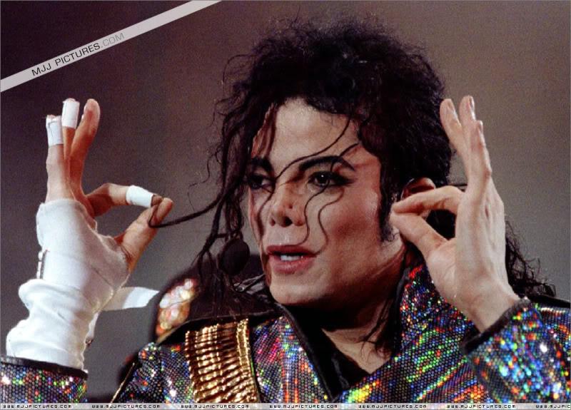 Dangerous World Tour Onstage- Jam 057-4