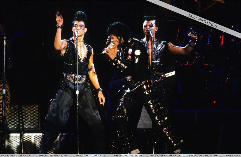 Bad World Tour Onstage- Various - Page 3 0592