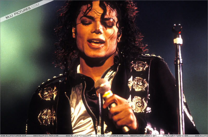 Bad World Tour Onstage- Various - Page 3 0622
