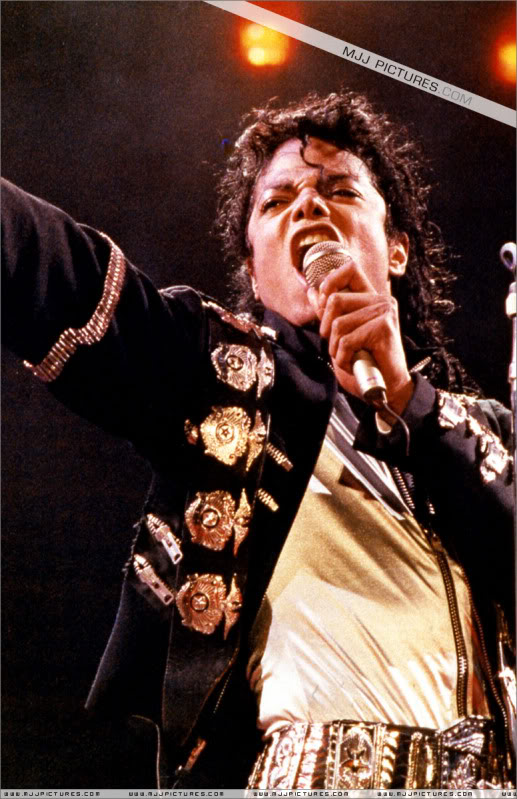 Bad World Tour Onstage- Various - Page 3 0632