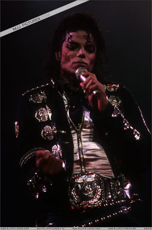 Bad World Tour Onstage- Various - Page 3 0642