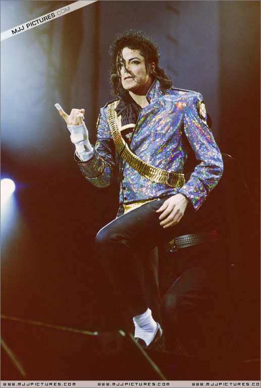 Dangerous World Tour Onstage- Jam 066-5