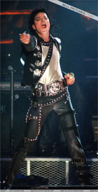 Bad World Tour Onstage- Various - Page 3 0672