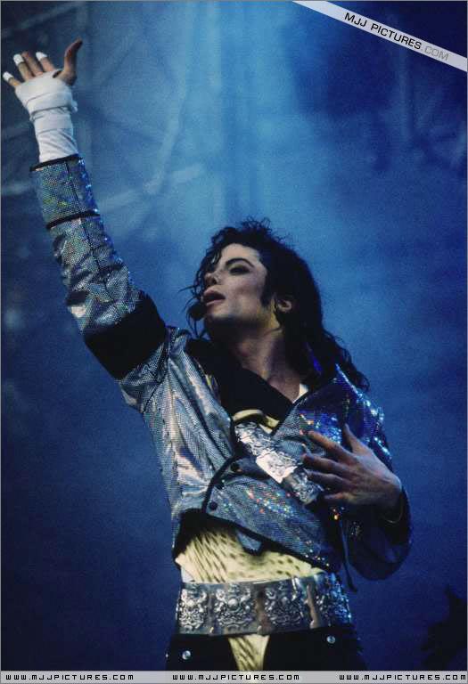 Dangerous World Tour Onstage- Jam 068-5