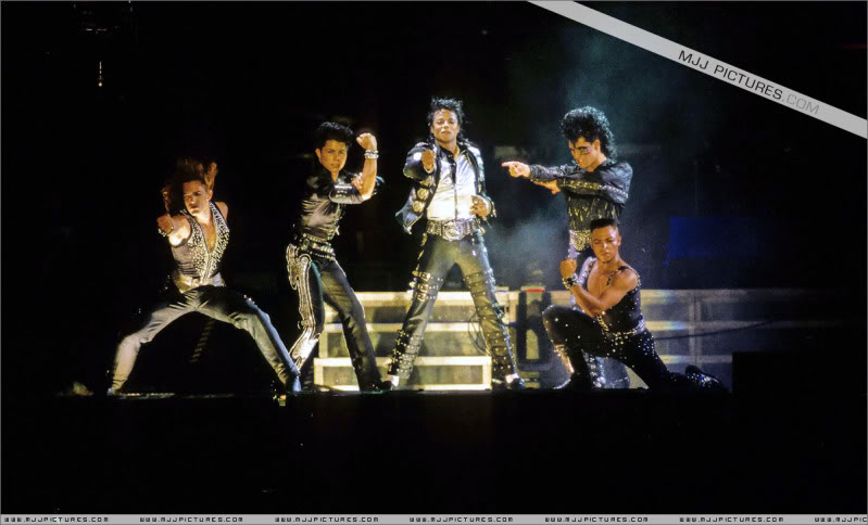 Bad World Tour Onstage- Various - Page 3 0682