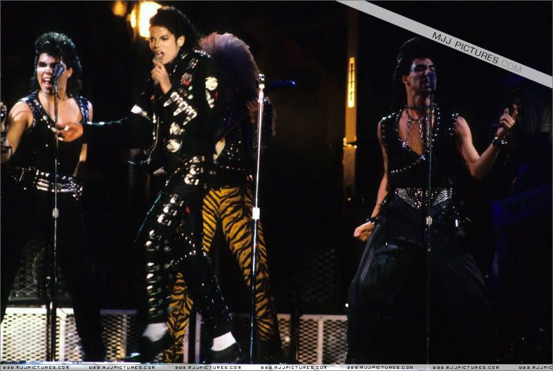 Bad World Tour Onstage- Various - Page 3 0692