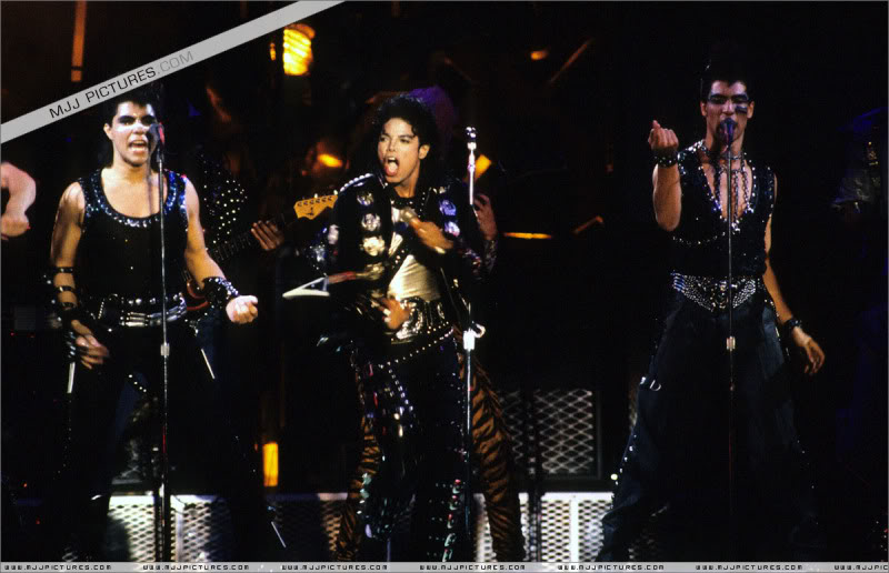 Bad World Tour Onstage- Various - Page 3 0712