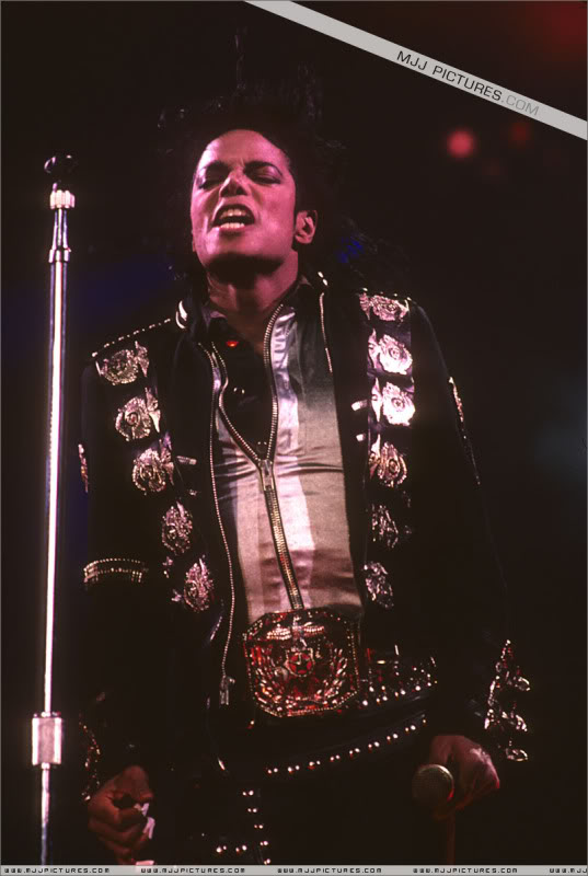 Bad World Tour Onstage- Various - Page 3 0732