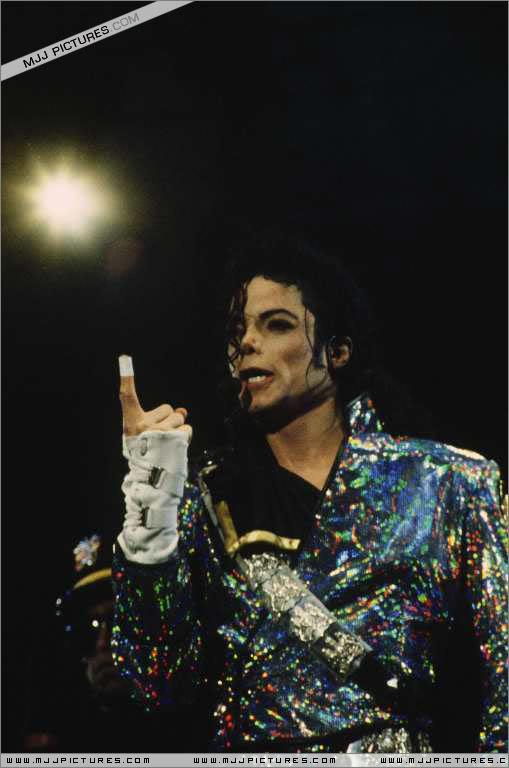 Dangerous World Tour Onstage- Jam 074-1